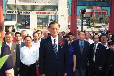 國民黨黨主席連戰訪問洛杉磯。 國民黨羅省分部