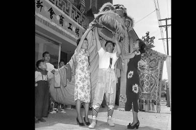 1949年,本會參加金龍大遊行 (Copyright Owner UC Regents)